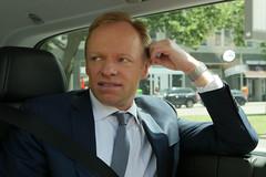 Prof. Dr. Clemens Fuest (ifo Institut) Tags: autofahrt berlin clemensfuest fuest ifoinstitute menschen personen profdrfuest proffuest ifoinstitut unterwegs prsident ifo zeit uhr anzug