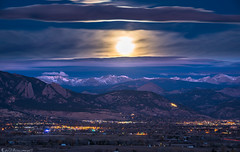 Luna see (Bill Bowman) Tags: supermoon nasasupermoon fullmoon moonset indianpeaks bouldercolorado predawn bluehour