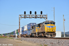 Up 5162 splits the signal at McClure IL. (Machme92) Tags: yellow unionpacifc up union usa railroad railfanning railroads railfans rails rail row railroading railfan emd signals sky
