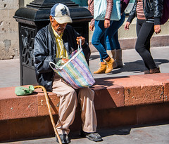 2016 - Mexico - San Luis Potosi - Its in the Bag (Ted's photos - Returns late December) Tags: 2016 cropped mexico nikon nikond750 nikonfx sanluispotosi tedmcgrath tedsphotos tedsphotosmexico vignetting oldman senor streetscene street people peopleandpaths cane ballcap handbag beard moustache denim denimjeans