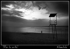 Por la orilla. (Kike Click) Tags: bw mar playa cadiz puestadesol ocaso orilla sanlucardebarrameda sanlucar kikeclick bestcapturesaoi elitegalleryaoi mygearandme