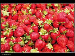 Erdbeeren (Niemann-Buuts) Tags: plants nature fruits turkey market strawberries basar supershot therubyawards mygearandme mygearandmepremium ruby10 ruby5 me2youphotographylevel2 infinitexposure