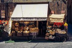 Souvenirs para el paladar (SantiMB.Photos) Tags: shop geotagged store italia tienda ita toscana tamron 18200 arezzo vacaciones2012 geo:lat=4346487304 geo:lon=1188321054