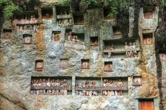 Tau Tau di Kuburan Batu Lemo | Tana Toraja
