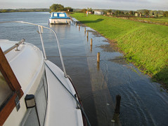 Cantley mooring at equinoctial high tide (whateverfloatsmyboat) Tags: morning mooring equinox hightide staithe cantley