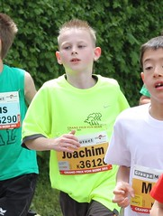 Joachim (Cavabienmerci) Tags: boy boys kids youth race children de schweiz switzerland kid à child suisse von earring grand run course prix runners bern enfants earrings pied runner enfant berne junge laufen jungen läufer lauf coureur coureurs