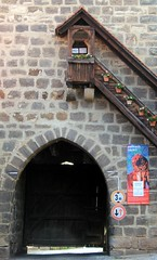 Townwall gate (:Linda:) Tags: tower germany bavaria town gate stair franconia treppe step staircase flowerpot browndoor sesslach semicircular treppenstufe