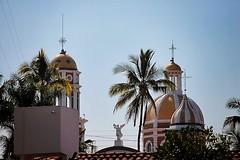 Comala, Colima, México (Christian Villicaña (Fotografía)) Tags: cielo sabina cupulas cupula templo colima comala