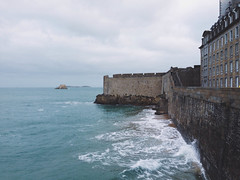 High Tide (MayU Mi) Tags: ocean france wave bretagne vague plage saintmalo hightide iphone ocan lesremparts grandesmares vscocam