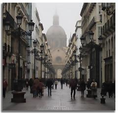 Alfonso I (jaroro70) Tags: calle alfonso i primero zaragoza jaroro70 basilica el pilar niebla fog cupula dome street farolas streetlight coso punto fuga