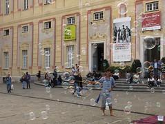 making bubbles (ludi_ste) Tags: bolle bubbles genova genoa palazzoducale persone people