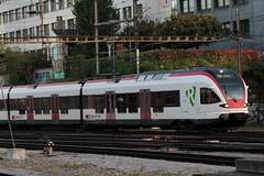 SBB Triebwagen Flirt RABe 521 015 - 3 noch ohne Taufname ( Hersteller Stadler Rail - Triebzug Nahverkehrszug Regionalzug ) am Bahnhof Basel SBB im Kanton   Basel Stadt der Schweiz (chrchr_75) Tags: albumzzz201610oktober christoph hurni chriguhurni chrchr75 chriguhurnibluemailch oktober 2016 hurni161018 bahn eisenbahn schweizer bahnen zug train treno albumbahnenderschweiz2016712 albumbahnenderschweiz schweiz suisse switzerland svizzera suissa swiss albumsbbflirt albumbahnsbbrabeflirt flirt sbb cff ffs stadler rail triebzug nahverkehrszug v ffentlicher verkehr