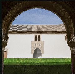 Exploring Medium Format (Salva Magaz [Om Qui Voyage]) Tags: 80mmf28 alandalus alhambra andalousie andalucia andalusia archi architecture blad calif califat documentaire documentary documentaryphotography espagne espaa film120 fotografoespaol fotoperiodismo granada grenade hasselblad503cx horse islam kodakfilmportra400 mediumformat monument muslim omquivoyage ontheroad palace photojournalisme pressphotography primelens salva salvamagaz socialphotography spain swissphotographer travel travelphotography viaje voyage bokeh knight oqv photojournalism wwwmagazcom wwwsalvamagazcom