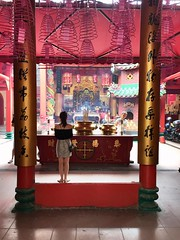 (yangkuo) Tags: chinatown kualalumpur mobile iphone6 serendipity temple praying incense coil red pink chinese