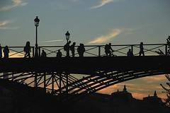 Le soleil se couche_4899 (Prof Ryall) Tags: coucherdesoleil sunset pontdesarts silhouettes paris france