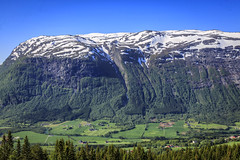 091506_CB_2208 (aud.watson) Tags: europe norway sognogfjordane byrkjelo lakebergheimsvatnet mountain snow valley storelvavalley route e39