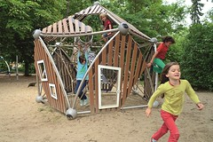 Bam, groÃes Seilspielhaus (LURKOI Especialistas en Equipamiento Comunitario) Tags: seilspielhaus reddot reddotdesignaward bambus bambuspanel bambuspaneel 90270000
