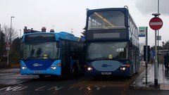 OmniCity vs OmniDekka (World Travel & Transport TV) Tags: yn53ryc yp52cto 6474 6513 horsham metrobuscrawley metrobus yp52 cto yn53 ryc