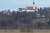 Blick auf die Nikolauskirche (murnau_am_staffelsee) Tags: riegsee blauesland landkreisgarmischpartenkirchen landwirtschaft herbst murnauamstaffelsee bayern ger kirche