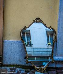 urban style (Valeria Santacaterina) Tags: specchio vintage antique antiquariato mirror windows finestre effettoriflesso mercatoantiquariato colors wall muro fiori balcone balcon street strada urbanstyle urbanlife urban