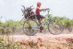 Everybody works hard here (_Guille_) Tags: azul tonle sap floating village kid boy bicicle bibycle bicileta nio chico trabajando camboya cambodia riding