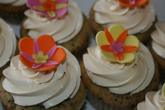 Tropical Cupcakes (irresistibledesserts) Tags: flowers cupcakes tropical