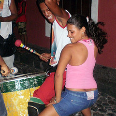 Rhythm (Sascha Grabow) Tags: street carnival brazil music woman girl brasil america drums dance danza strasse south group band brasilien sash tanz bahia sascha getty sasha rua drumming sasa musik frau pulse sg trommel fille carneval mdchen sacha cadence sul rhythm sud pelourinho karneval tanzen garbo strassenmusik danca sdamerika rhythmus grabow amerique rhythmik cawa takt satcha sasch grabo sgcom sevencontinents gettycontributor cadency gettyimagesartist saschagrabowcom