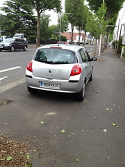 Renault Clio III de 2008 9892 XX 37 - 22 mai 2013 (Boulevard Jean Jaures - Joue-les-Tours) (Padicha) Tags: auto new old bridge france water grass car station electric truck river french coach ancient automobile eau indre may police voiture ruine cher rest former 37 nouveau et loire quai franais nouvelle vieux herbe vieille ancienne ancien fleuve nationale vehicule lectrique reste gendarmerie gazon indreetloire franaise pave nouveaut vhicule utilitaire restes vgtalise letramdetours padicha