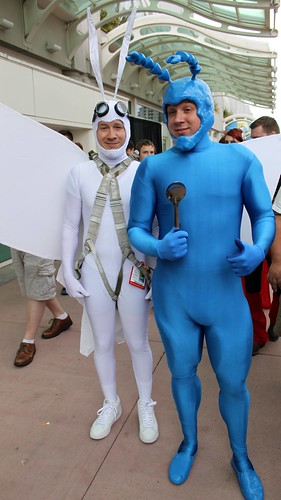 2012-Fans Dressed Up as The Tick & Arthur Outside SDCC-02