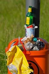 Linzfest 2013 -Tag 1 (austrianpsycho) Tags: linz garbage bottles waste becher abfall flaschen zeug 2013 linzfest mülleimer mülltonne mistkübel abfälle 18052013 linzfest2013