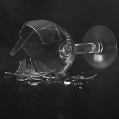 5-Kussener-VW3_08 (Dennis Kussener) Tags: life school broken glass dark studio photography photo still foto fotografie belgium belgi stilleven leffe dennis glas mechelen coloma opleiding gebroken kapot photographyschool colomaplus dennisfunmebe denniskussener wwwfunmebe