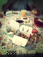 Junio 16 (Juli Heredia -) Tags: food chicken comida papas coke chips mcdonalds mc foodporn fries cocacola coca papasfritas mcbites flickrandroidapp:filter=mammoth