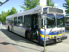 S7358 (Juan_M._Sanchez) Tags: new 2001 bus station vancouver george flyer king loop central 321 1999 surrey stop 1998 scottsdale translink langley willowbrook 337 320 395 502 d40lf cmbc