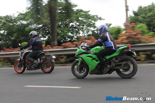 Ninja-300-vs-Duke-390-29