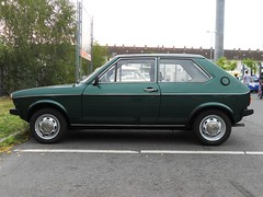 Volkswagen Polo GLS (1976-1978) -1 (Transaxle (alias Toprope)) Tags: obi berlin neukoelln neukolln grenzallee youngtimer oldtimer meeting nsuclub neckarsulm ig auto autos car cars coche coches voiture voitures macchina macchine carro carros vintage historic classic classics soul beauty power toprope nikon vw volkswagen wagen السيارات 車 green gruen verde antique antigos classicos clasico clasicos verygreencoloredcars very colored greenforallvehicles bunt old water oldwater earlywatercooled early watercooled 98vw pre98 frontengine