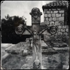 Cemetery - 10Sep13, Prozura (Croatia) - 02 (°]°) Tags: blackandwhite bw blur cemetery square religious blurry cross noiretblanc religion jesus tomb croatia chapel nb chapelle flou croix carré tombe croatie iphone cimetière tumb religieux mljet prozura iphoneography hipstamatic dtypeplate tinto1884