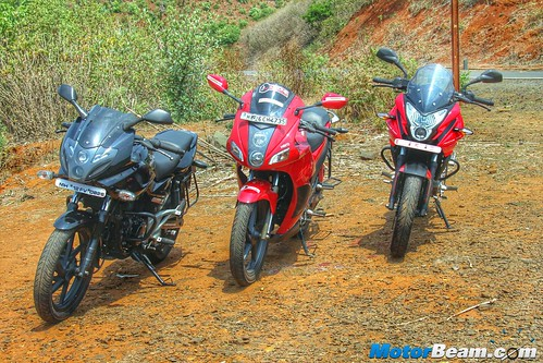 Pulsar-220-vs-Pulsar-AS-200-vs-Hero-Karizma-07