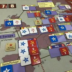 Twilight Struggle - เกมแข่งสร้างอิทธิพลยุคสงครามเย็นระหว่างอเมริกากับโซเวียตที่ได้ลุ้นและสนุกที่สุดเกมหนึ่ง วันนี้หลังจากที่ชักกะเย่อกันไปมาหลายตา โซเวียตก็คว้าชัยในตาที่ 7 (จาก 10) ด้วยการควบคุมยุโรปได้ทั้งทวีป หลังจากที่อเมริกาชักใยให้เกิดรัฐประหารโค่นร