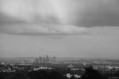 Regen ber Ffm bw (T.Flat ) Tags: rain germany deutschland abend lluvia nuvola nimbus frankfurt chuva pluie wolke wolken rainy nuage nuvem pioggia allemagne nube regen fra frankfurtammain raincloud frankfurtmain francfort abendlicht chmura nimbostratus schwarzweis frankfurtm regenwolke deszczowa nuvemdechuva nubedelluvia nuagedepluie nuvemcarregada nuvoladipioggia chmuradeszczowa
