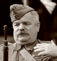 DSC_8937B (njw28) Tags: 1940s wimpole wimpoleatwar man soldier rifle beret moustache homeguard home guard