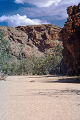Ormiston Gorge (Stefan Ulrich Fischer) Tags: 35mm australia downunder minoltaxd7 outback analogue slide scanned northernterritory nationalpark oz travel ormiston