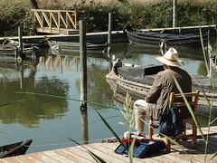 Una afición. (J.G.Sansano) Tags: pescar puertodecatarroja pantalan agua pescaconcaña pescador fisherman xz1