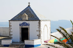 Sitio (hans pohl) Tags: portugal nazar eglises churchs portes doors toits roofs escaliers stairways sunny ensoleill architecture