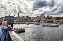 Desde el Puente de Glata... (Leo ) Tags: puente mar barcos embarcacin gente urbana nubes cielo luz estambul turqua