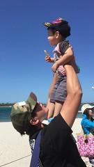 2016.10.10 賈小弟餵海鳥@Labrador  Beach-2 (amydon531) Tags: 澳洲 黃金海岸 gold coast australia trip travel vacation baby boys kids brothers justin jarvis family toddler cute feeding labrador beach seabirds