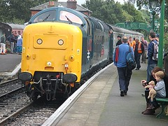 55019 Royal Highland Fusilier pauses at North Weald, EOR Epping Ongar Railway 08.10.16 (Trevor Bruford) Tags: eor epping ongar heritage railway north weald br blue train diesel locomotive deltic d9019 9019 55019 royal highland fusilier napier ee english electric dps preservation society