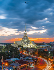 Twilight, Wat Sothon Wararam Worawihan, Chachoengsao province, Thailand. (viroj_sup) Tags: wat thailand temple dusk twilight sky architecture building culture urban night asia thai buddhism sothon beautiful old light travel landscape chachoengsao view gold cityscape skyline