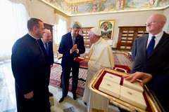 Secretary Kerry Thanks Pope Francis for Presenting Him with a Gift (U.S. Department of State) Tags: johnkerry vatican vaticancity popefrancis shauncasey kennethhackett
