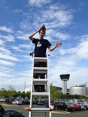 Take us out, ladder guy aka @andrewthe! (thinkgeekmonkeys) Tags: nasa shuttle discovery thinkgeek udvarhazy ov103 spottheshuttle