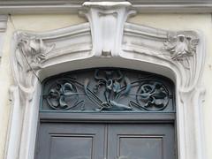 Immeuble (1900-1902) - 19 et 21 rue Prévost, Grenoble (38) (Yvette G.) Tags: sculpture architecture grenoble artnouveau porte 38 isère belleépoque